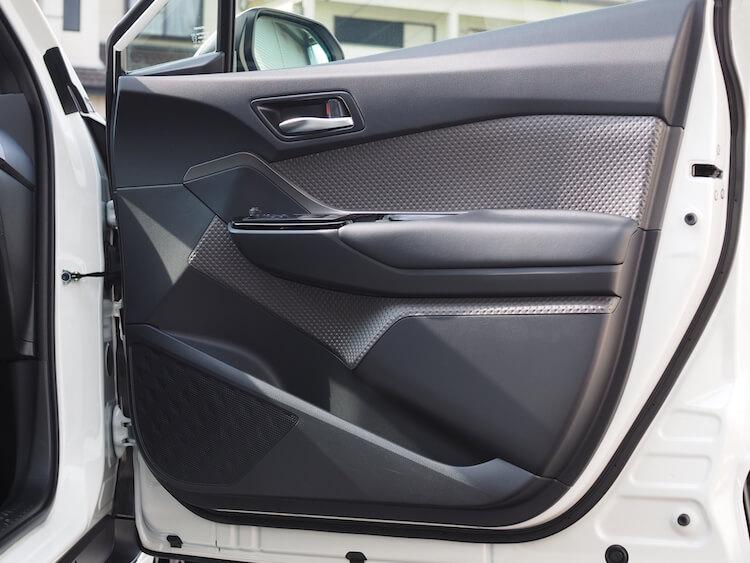 トヨタC-HRのフロントドアにカロッツェリアのスピーカーを取り付け