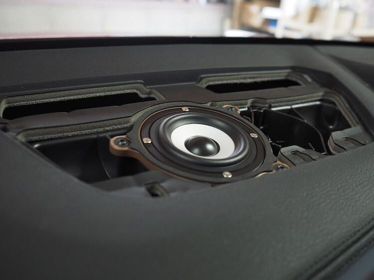 BMWX2のセンタースピーカーにビーウィズのスピーカー