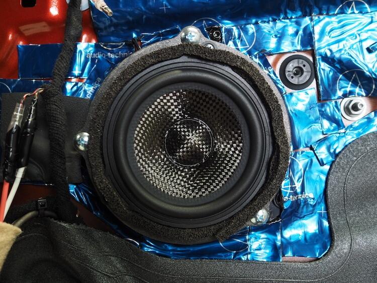 BMWX2のドアにブラムのミッドレンジスピーカー取り付け