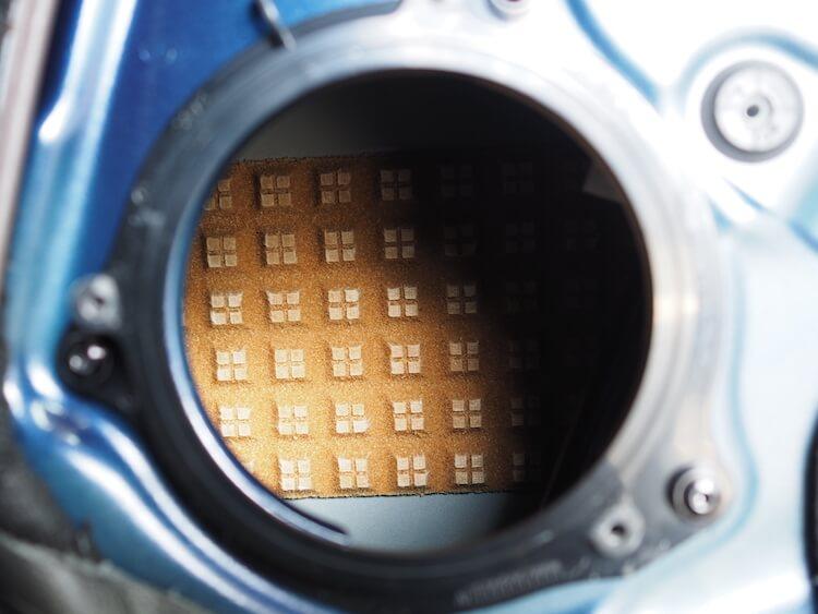 BMWX2純正ドアスピーカー裏に吸音材貼り付け