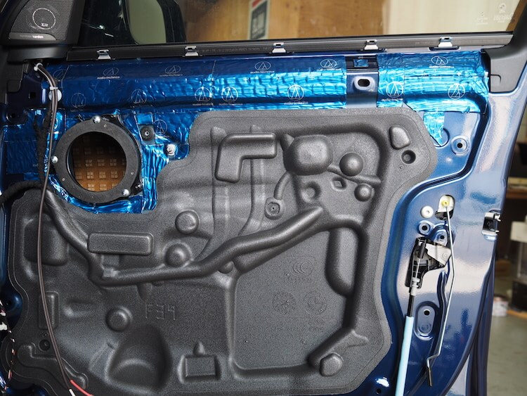 BMWX2のドアをデッドニング