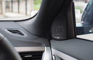 BMW X2 ドアスピーカー交換作業