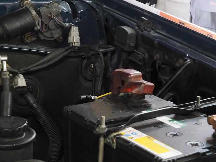 トヨタランクルのバッテリーからパワードサブウーファー用の電源取り出し