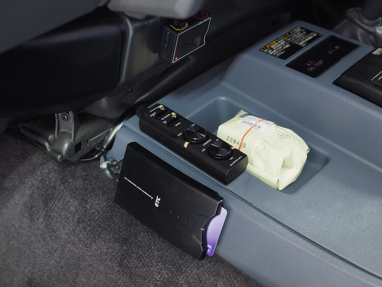 トヨタランクルセンターにサブウーファーのリモコン取り付け