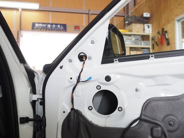 BMW 3シリーズ-F30の純正スピーカー取り外し