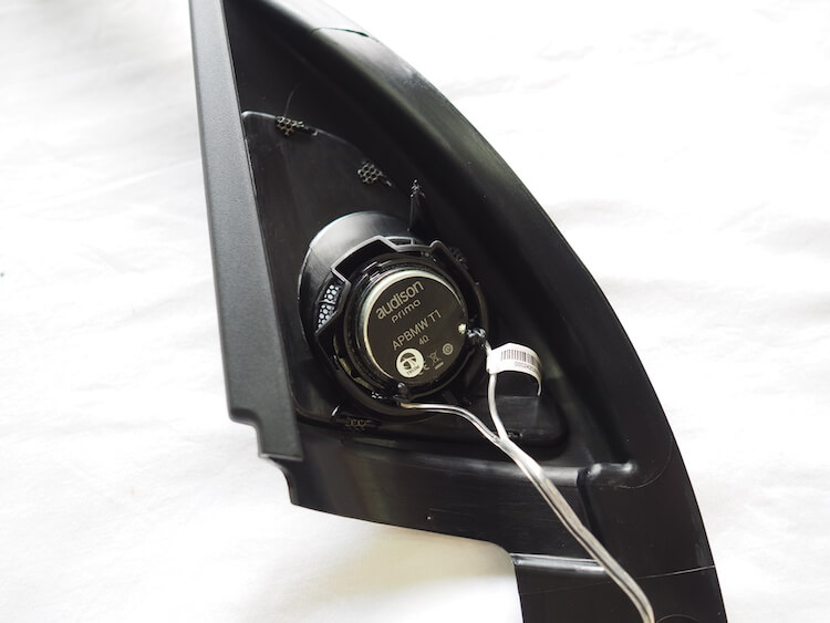BMW_X1のパネルにオーディソンのツィーターを取り付け