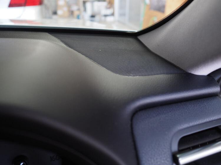 トヨタマジェスタのダッシュボード上にある純正ツィーター