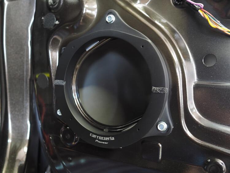 日産NV200のドアにインナーバッフルを取り付け