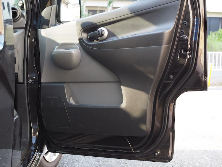 日産NV200のドアにカロッツェリアのスピーカーを取り付け