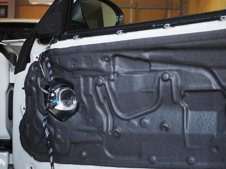 BMW Z4のスピーカー周りをデッドニング