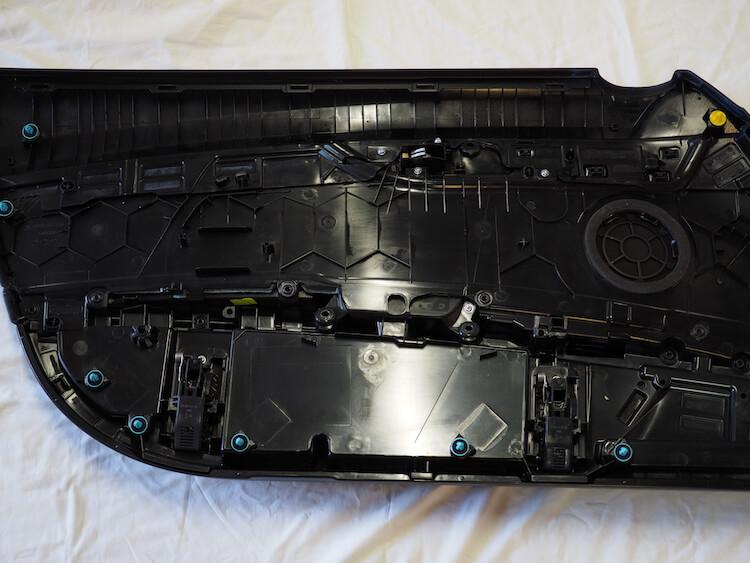 BMW Z4の内張裏側