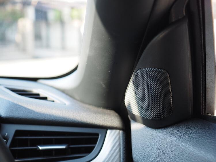 BMW Z4のスピーカー交換作業