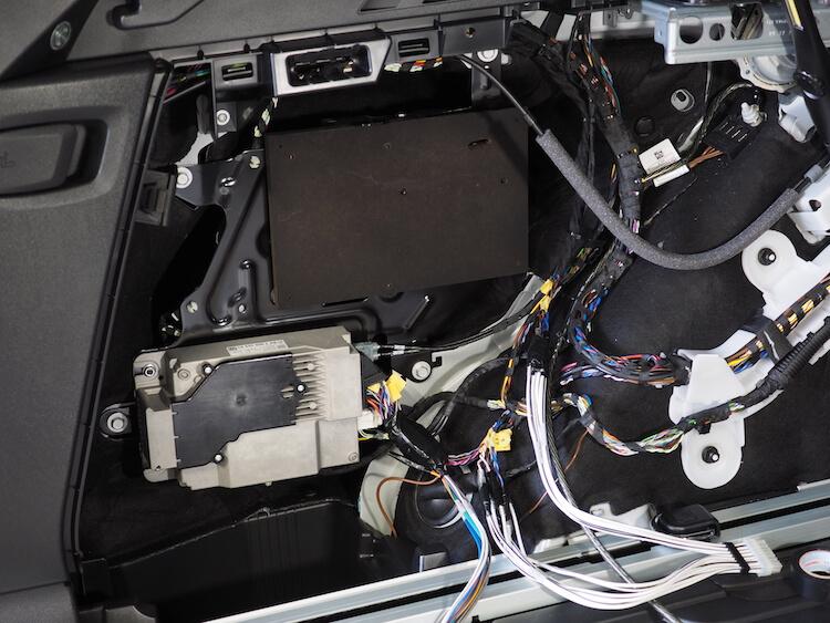 BMWアルピナXD3の純正オーディオアンプ