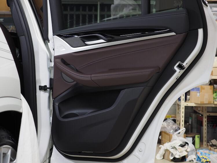 BMWアルピナXD3のリアドア内張