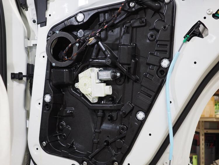 BMWアルピナXD3のリアドアをデッドニング