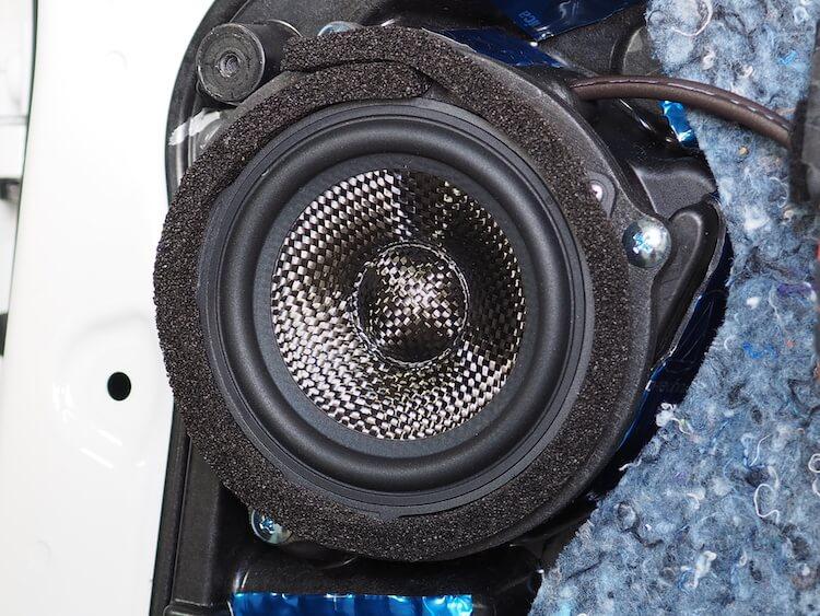 BMWアルピナXD3のリアドアにブラムのスピーカーを取り付け