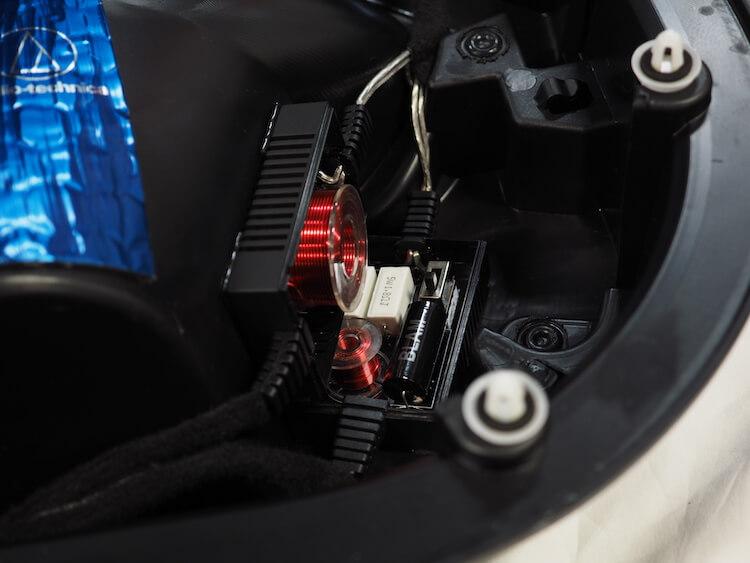 BMWアルピナXD3のドア内張にパッシブクロスオーバーを取り付け