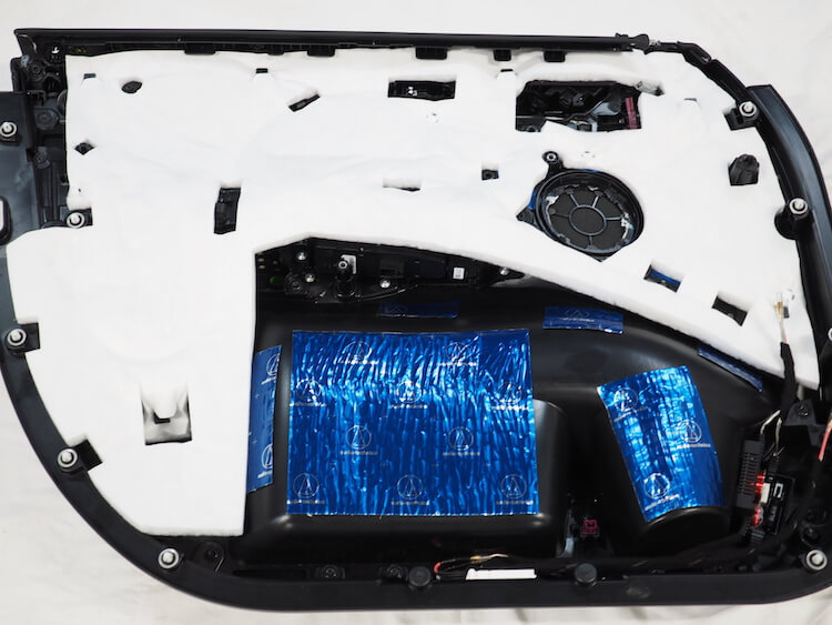 BMWアルピナXD3のドア内張をデッドニング