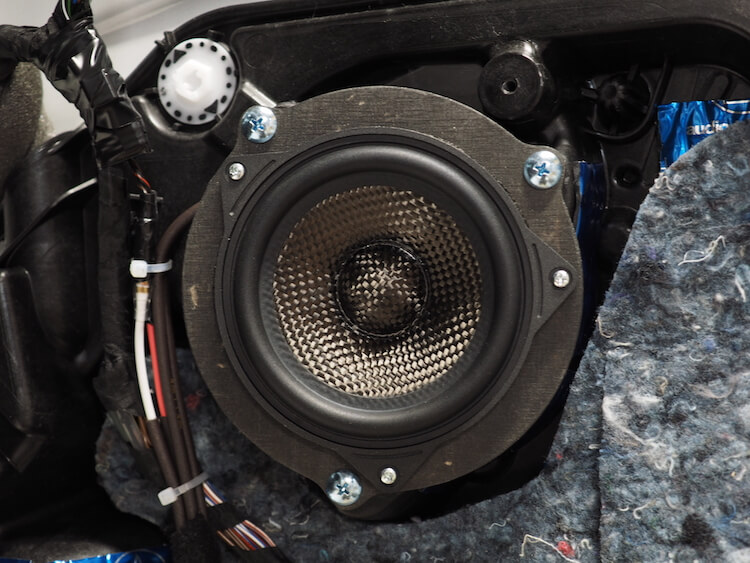 BMWアルピナXD3のドアにブラムのスピーカーを取り付け