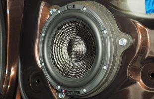 日産 NV350 スピーカー交換、パワードサブウーファー取り付け