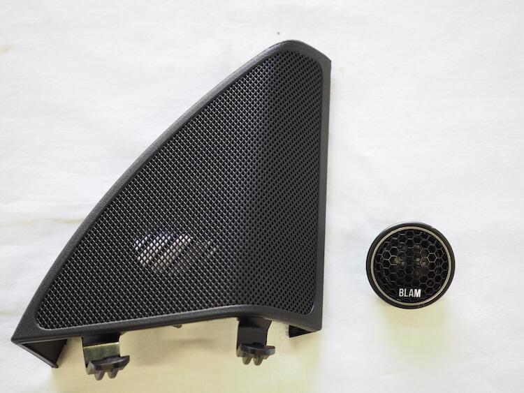メルセデスベンツC200のミラー裏パネルにツィーターを取り付け