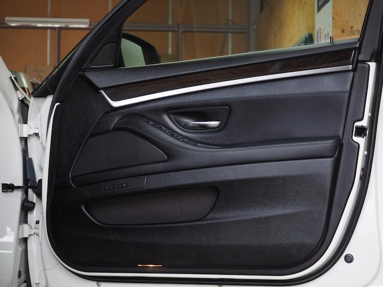 BMW523iのドア内張