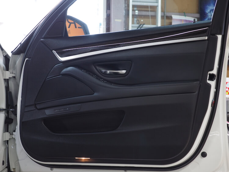 BMW5シリーズのドア内張にマッチのスピーカーを取り付け