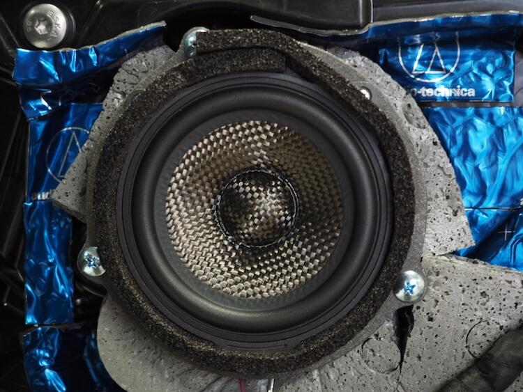BMWF40のドアにブラムのスピーカーを取り付け
