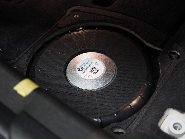 BMW3シリーズG20のシート下ウーファー