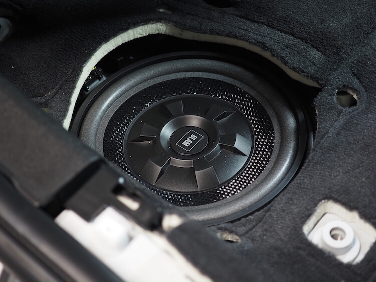 BMW3シリーズG20のシート下ウーファーを交換