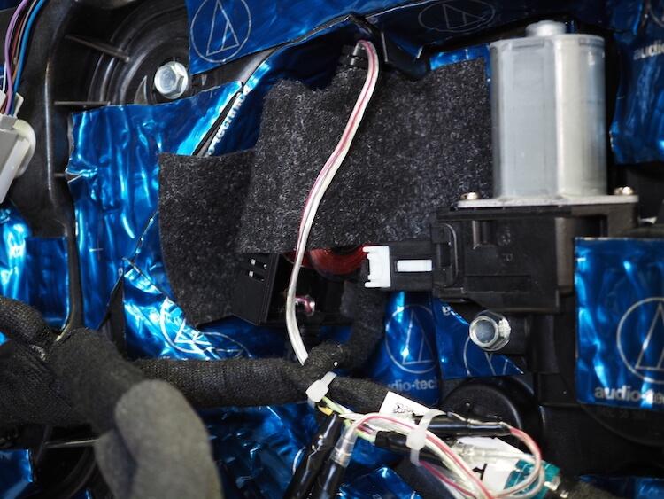マツダCX8のドア内部にパッシブクロスオーバーを取り付け