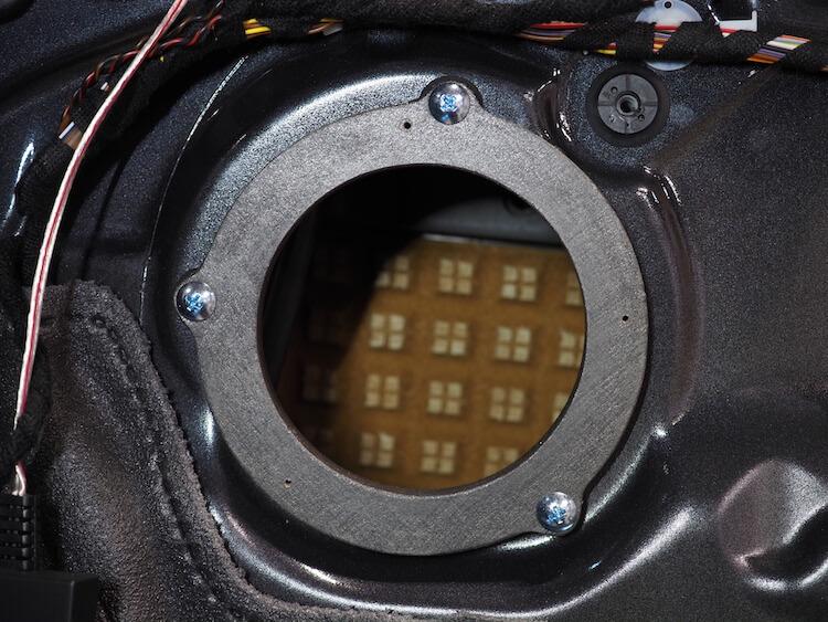 BMWM2のドアにインナーバッフルを取り付け