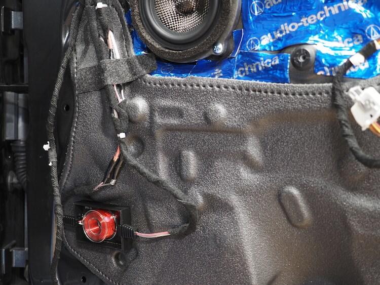 BMWM2のドア内部にパッシブクロスオーバーを取り付け