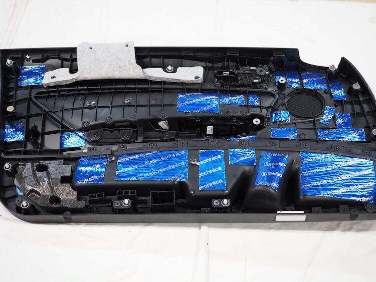 BMWM2のドア内張裏側をデッドニング
