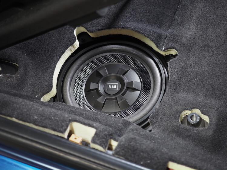 BMWM2のシート下ウーファーをブラムに交換