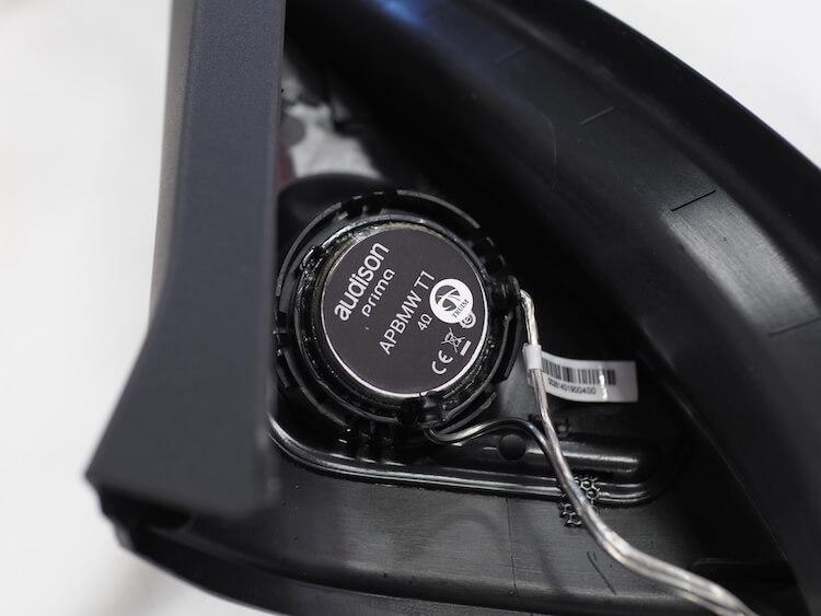 BMWF40のミラー裏パネルにオーディソンのツィーターを取り付け