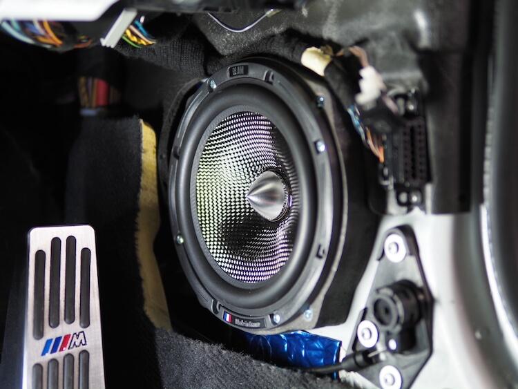BMWZ4のキックパネルにブラムのスピーカーを取り付け