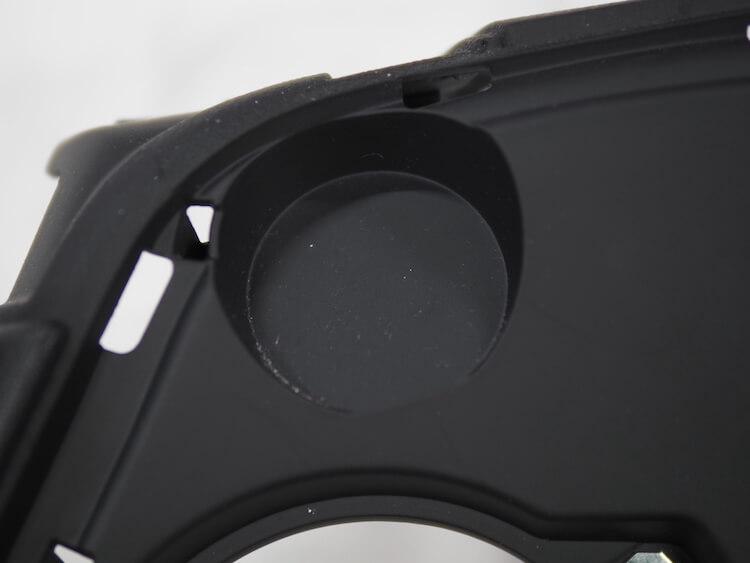 BMWZ4のリアスピーカー取り付けパネルのスピーカー取り付け部
