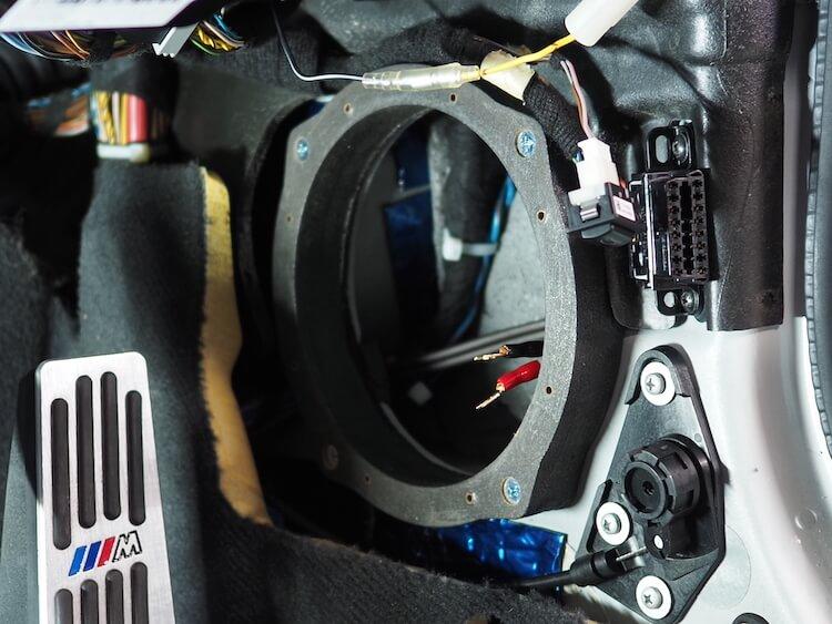 BMWZ4のキックパネルスピーカーのスピーカーケーブルを交換