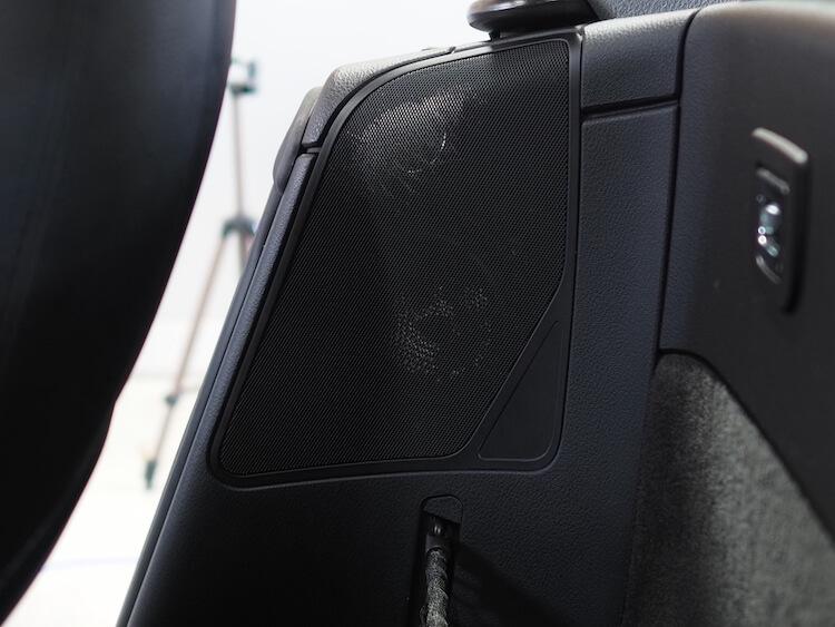 BMWZ4のリアスピーカーをブラムのスピーカーに交換