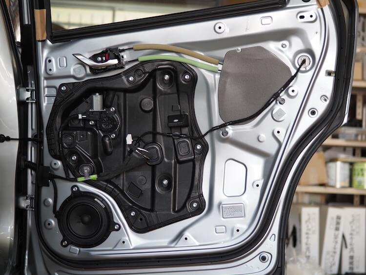 マツダCX-8のリアドア内部