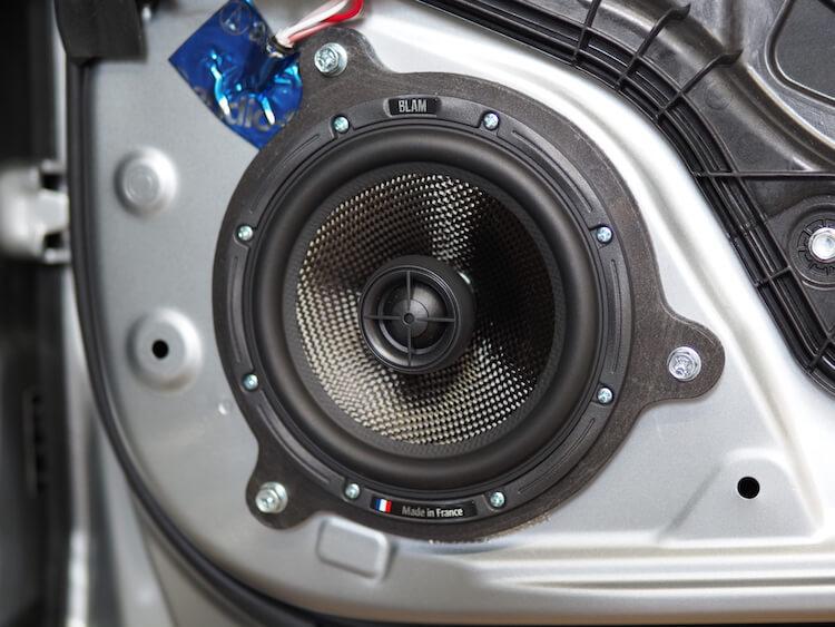 マツダCX-8のリアドアにブラムのコアキシャルスピーカーを取り付け