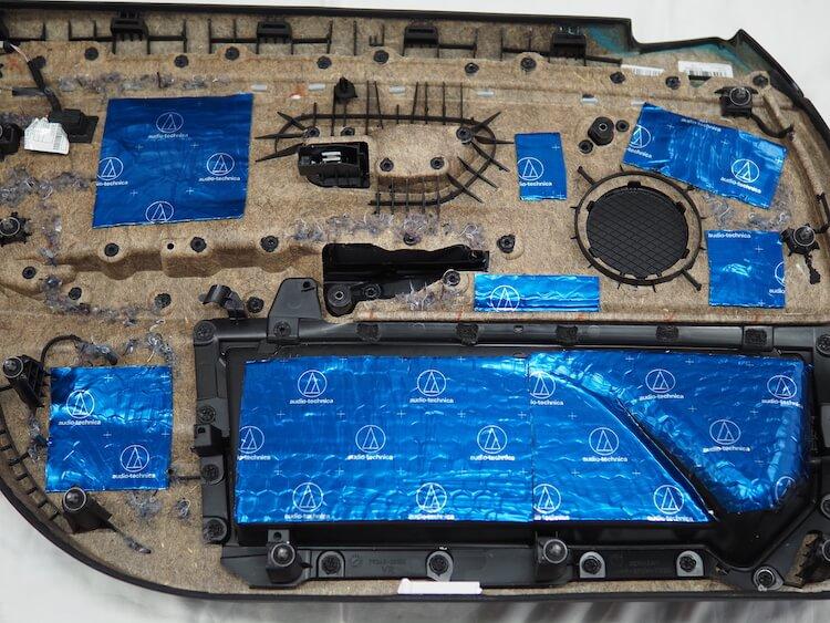 BMW420iのドア内張をデッドニング