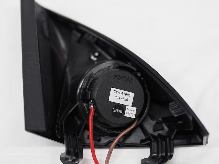 メルセデスベンツC200のサイドミラー裏側パネルにフォーカルのツィーターを取り付け