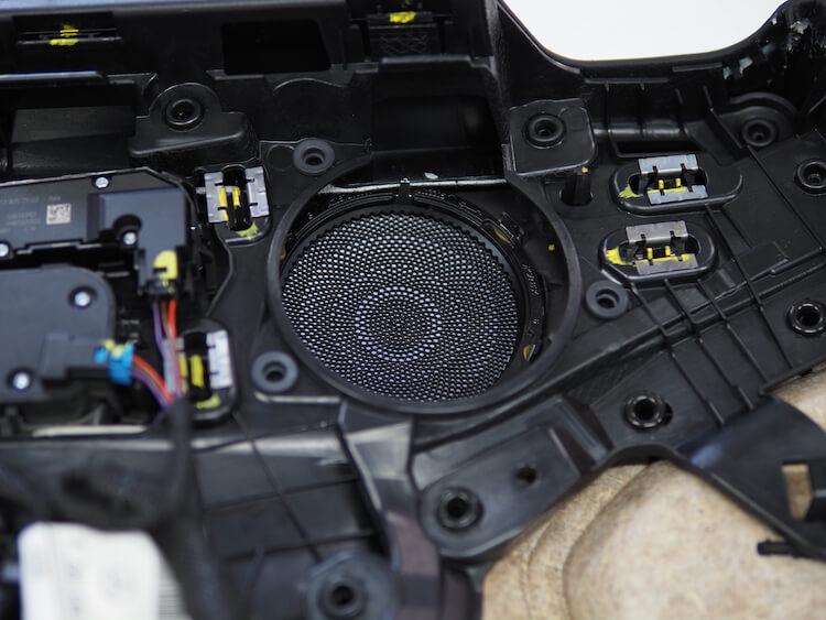 メルセデスベンツC200のドアスピーカーを交換