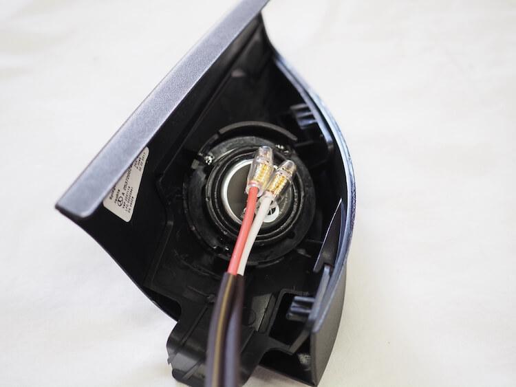 メルセデスベンツGLC200のサイドミラー裏パネルにブラムのツィーターを取り付け