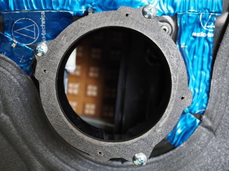 ミニクーバーのドアにインナーバッフルを取り付け