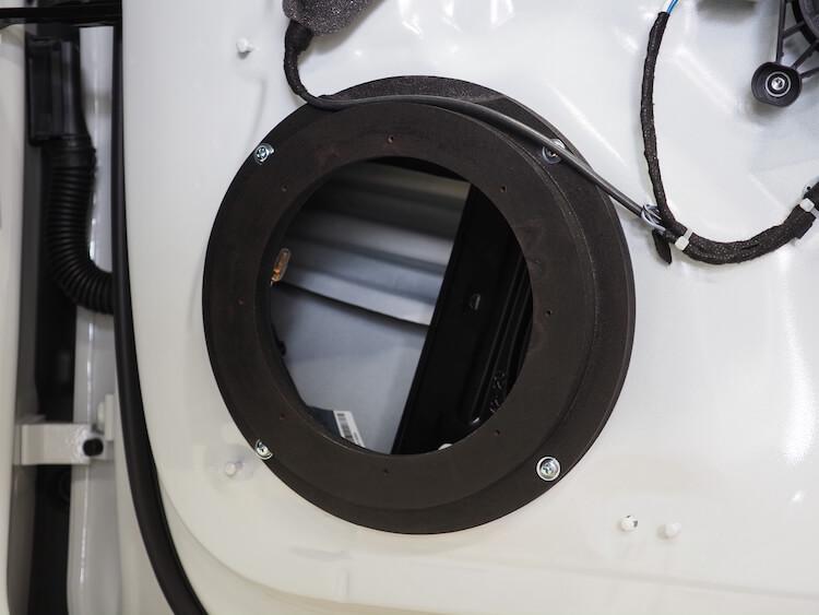 アウディA5の純正ドアにインナーバッフルを取り付け