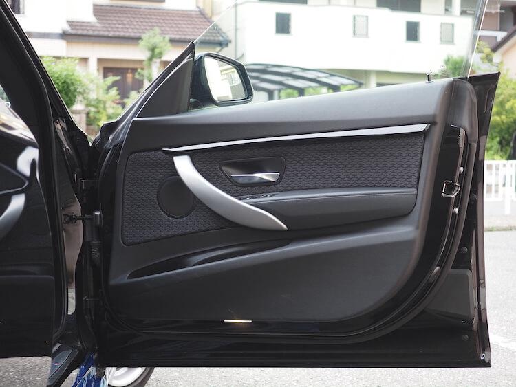 BMW3シリーズグランツーリスモのドアにブラムのスピーカーを取り付け