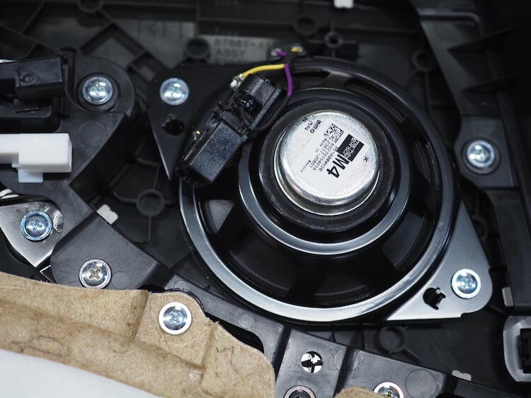 レクサスLS500hの純正リアドア内張